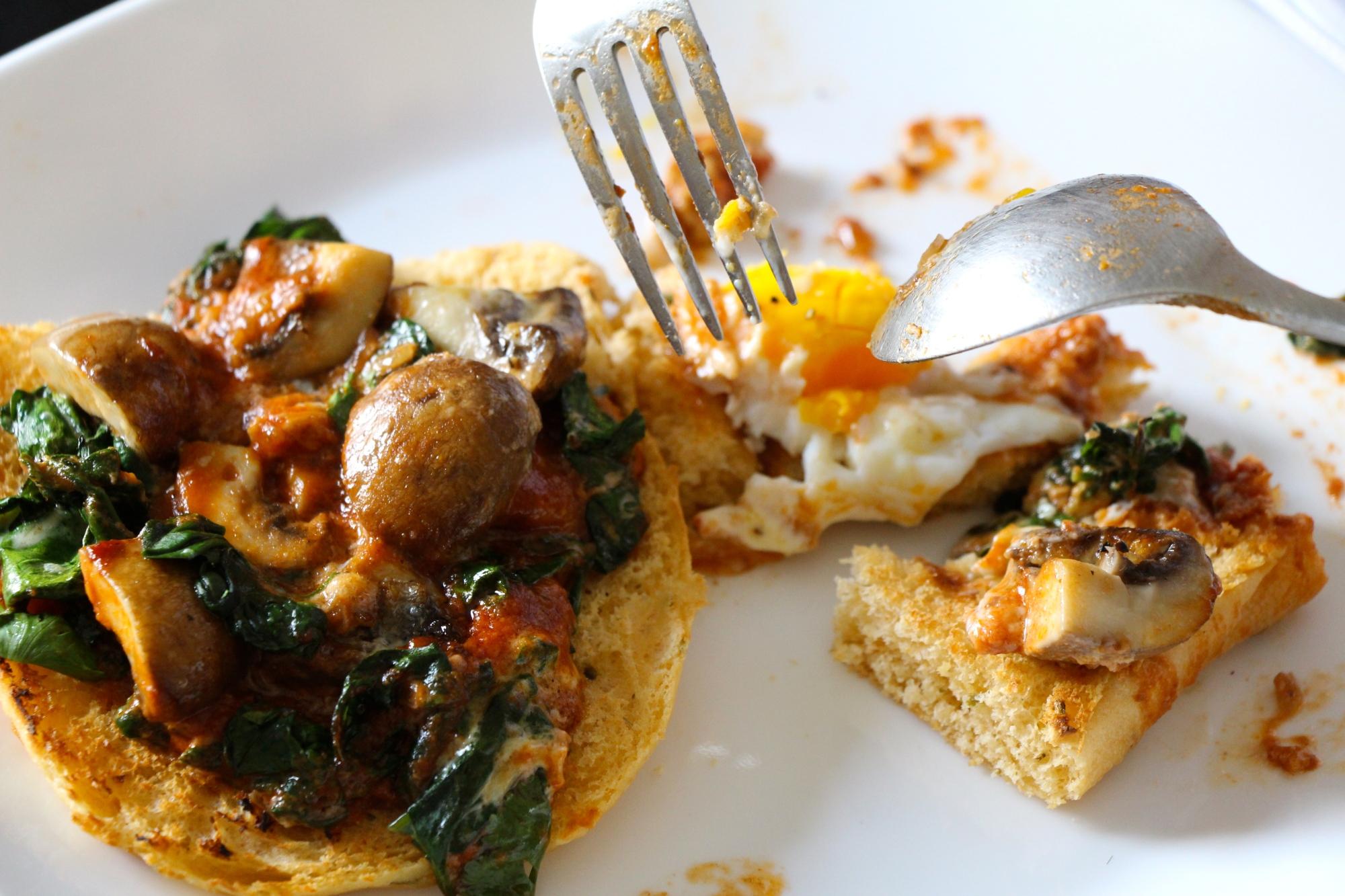 Spiced Mushroom-Spinach Baked Eggs I monsoontable.wordpress.com